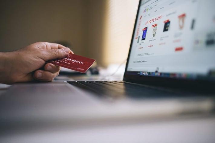 tarjeta de crédito mal hábito.jpg